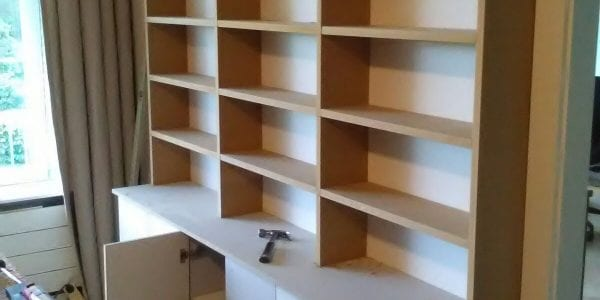 Handgemaakte boekenkast